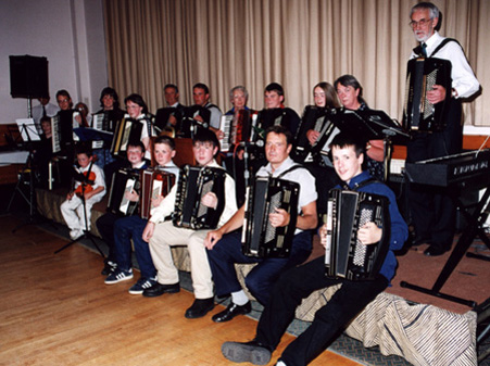 03 Dingwall Accordion and Fiddle Group
