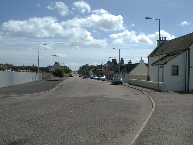 Entering Invergordon, looking east.