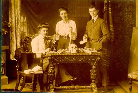 Elizabeth (centre), sister Lucy and brother Jim. All became doctors