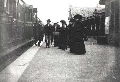 1907 Sir Arthur Bignold arrives at Tain station