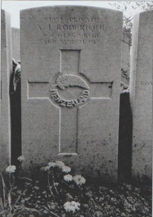 Roderique Avon John, Pte, grave