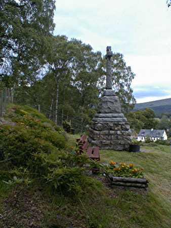 Garve War Memorial - Looking west