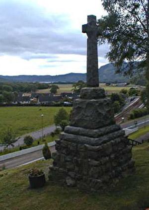 Garve War Memorial - Looking east